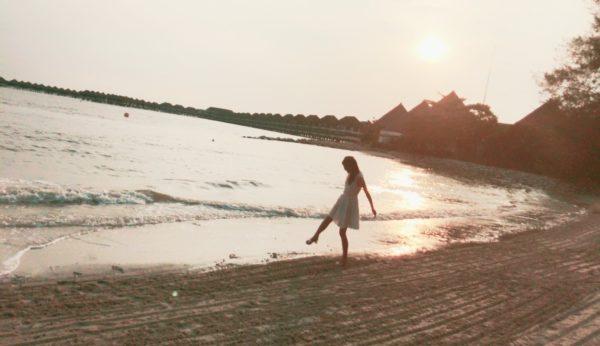 水上コテージ ビーチと夕日