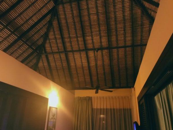 マレーシア 水上コテージ天井
