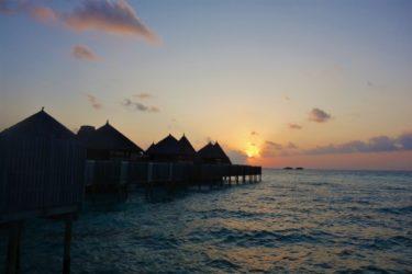 水上コテージ夕日