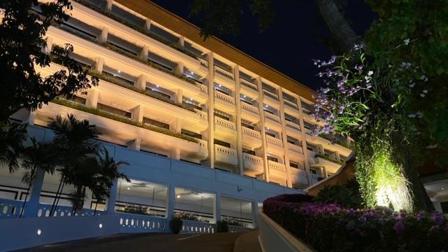 アナンタラバンコクリバーサイドリゾート&スパ 夜外観