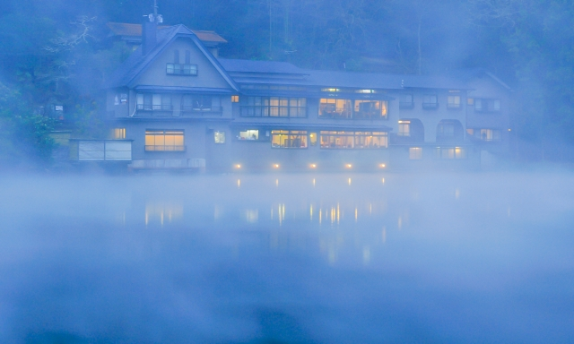 由布院 金鱗湖と旅館