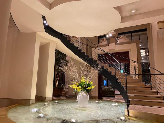 ホテル日航金沢ロビー螺旋階段