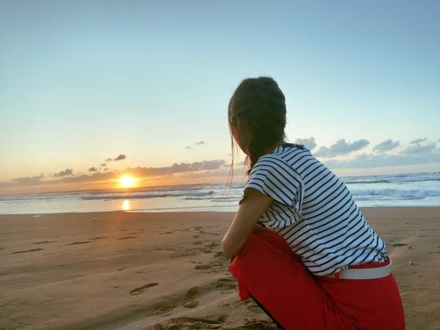 内灘海岸夕日を眺める