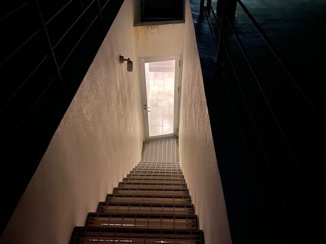 RENN屋上テラス階段夜