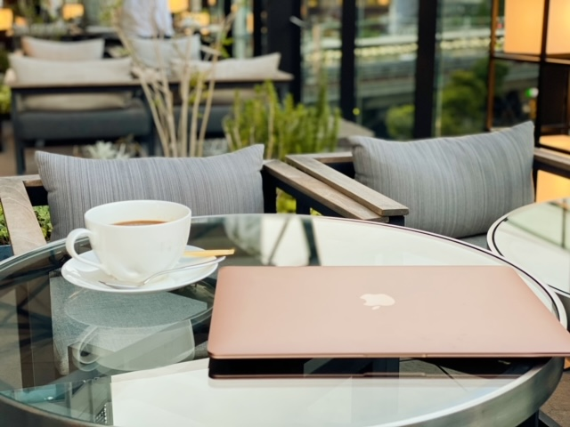 ゲートホテル東京 ルーフトップテラス MacBook