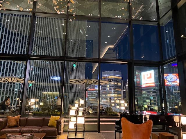 ゲートホテル東京 夜のロビー