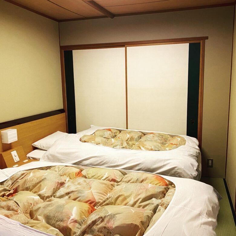 岩松旅館 客室ベッド